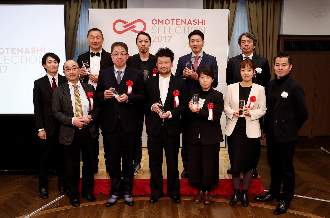 「OMOTENASHI Selection 2017」第1期授賞式典_金賞8事業者様 集合写真
